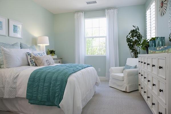 Phòng ngủ thiết kế tinh tế và đẹp với tone màu pastel xanh